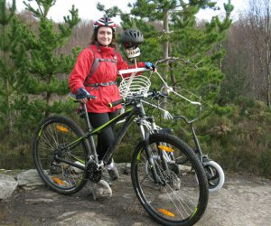 Picture of Henriette beside the Strathpuffer mascot